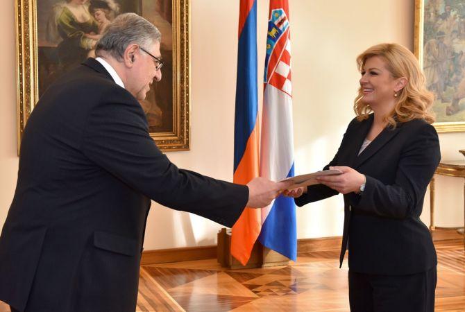Դեսպան Կիրակոսյանն իր հավատարմագրերը հանձնեց Խորվաթիայի նախագահին